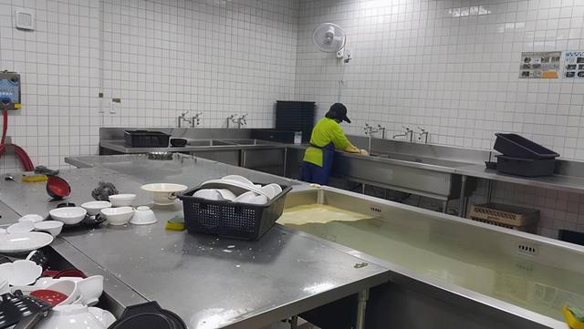 食堂是如何打造干净的洗消间?